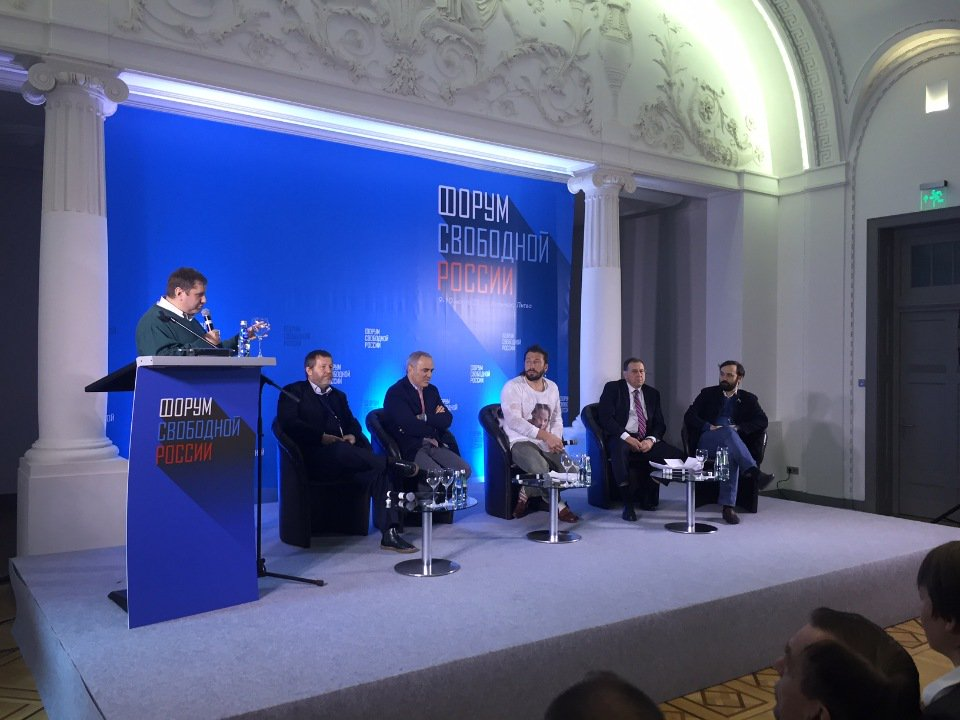 Zelnesky Administration Says Part Of Its Campaign Promises Was 'Jokes'. Migrants And Ukrainians Gather To Discuss 'Democracy In Russia'