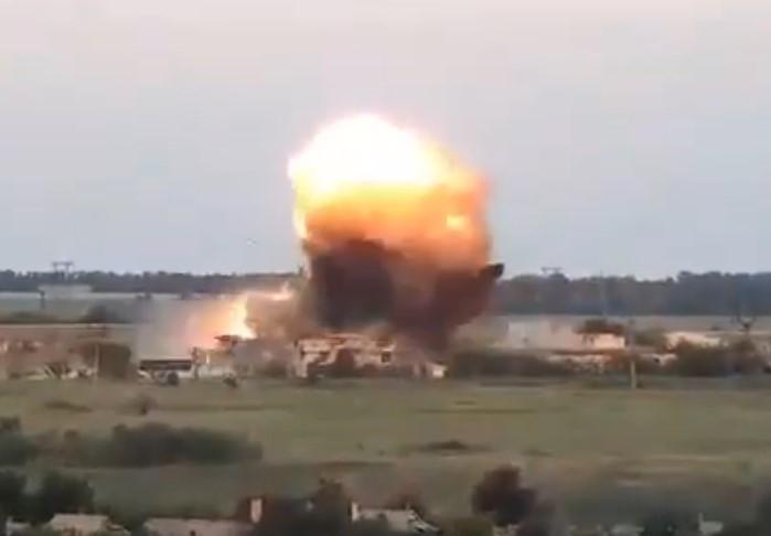In Video: Fireball Rocks Ukrainian Army Positions Near Maryinka Village