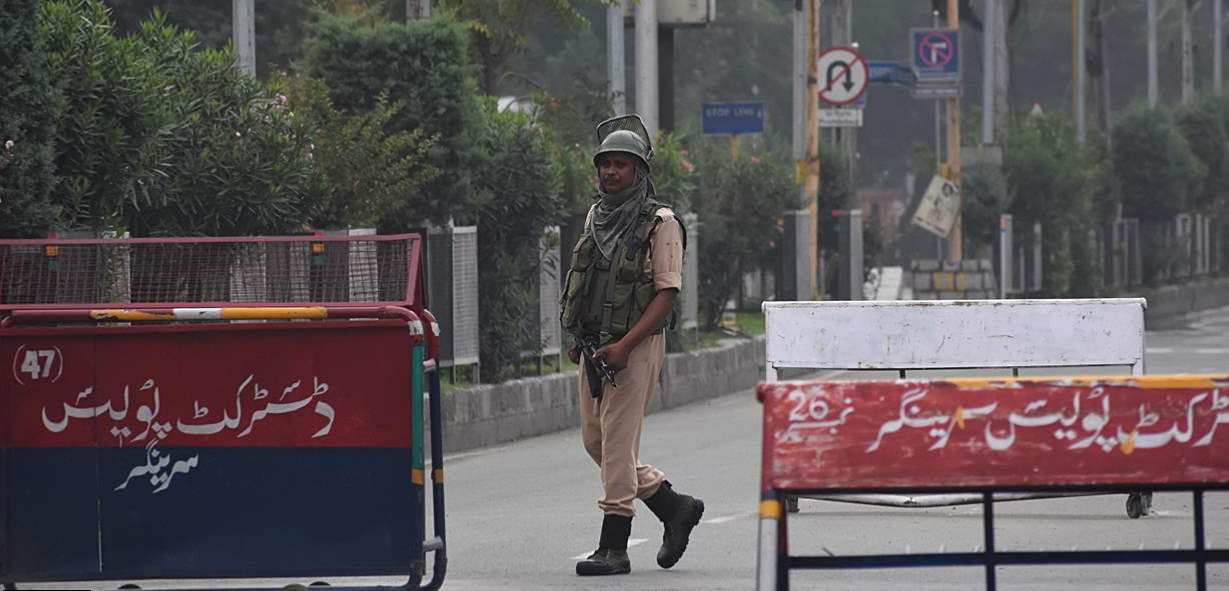 India And Pakistan Once Again Exchange Fire Along Kashmir Contact Line