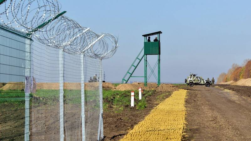 New 'Border Wall', Radical Nationalists In Action, Pressure On Orthodox Church And Other 'Ordinary News' From Ukraine