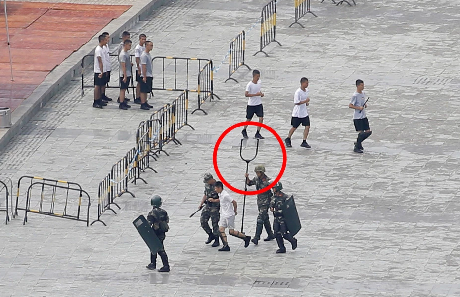 """Chinese People's Armed Police Shows """"Giant Devil Fork"""" In Anti-Riot Exercise Near Hong Kong"""