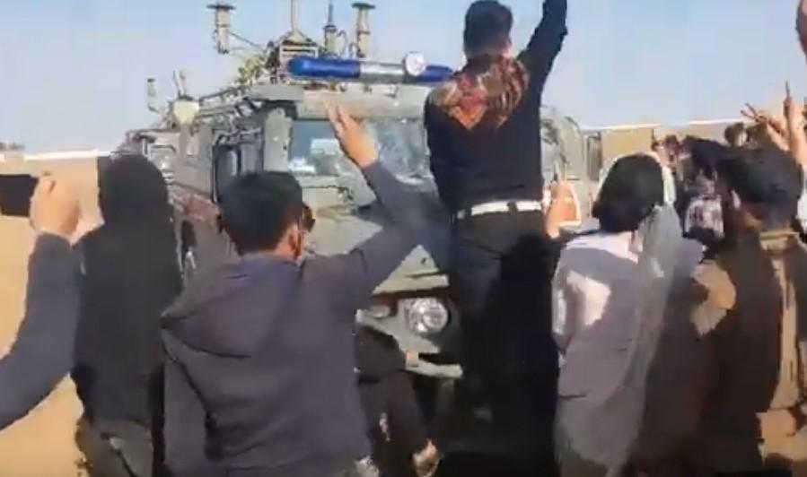 In Video: SDF Supporters Block Russian 'Tiger' Vehicles Near Kobani