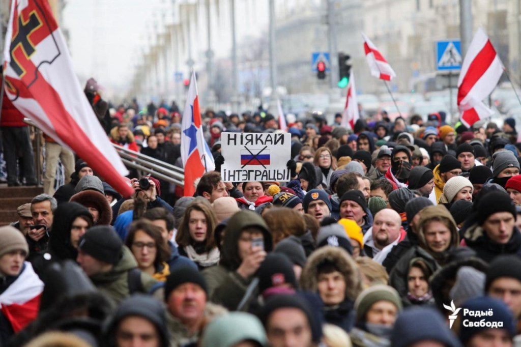 Ukraine-Like Scenario For Belarus? Protesters Wave EU Flags, Stand Against 'Russian Occupation' Amid Putin-Lukashenko Talks