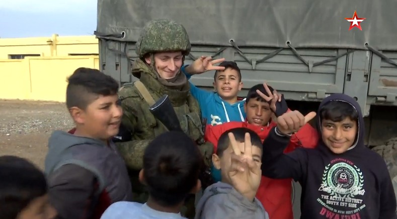 Russian Forces Provide Humanitarian Aid To Civilians In Raqqah City (Video)