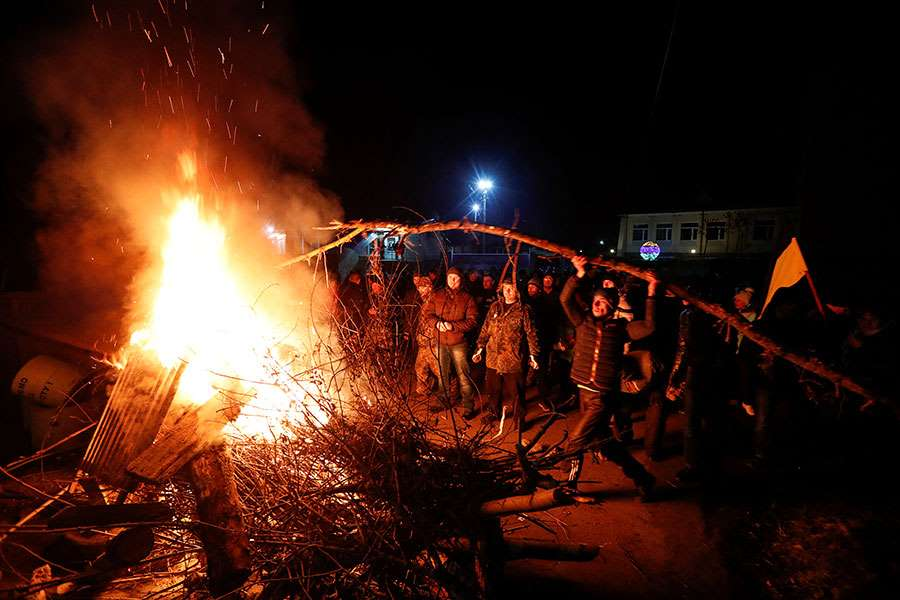 Ukrainians Evacuated From China Greeted Warmly With Riots