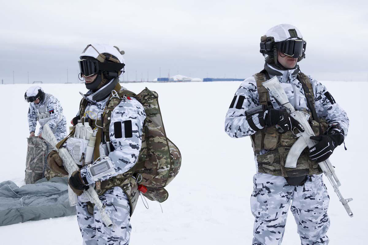 First Time In History: Russian Paratroopers Airdrop From Lower Border Of Arctic Stratosphere