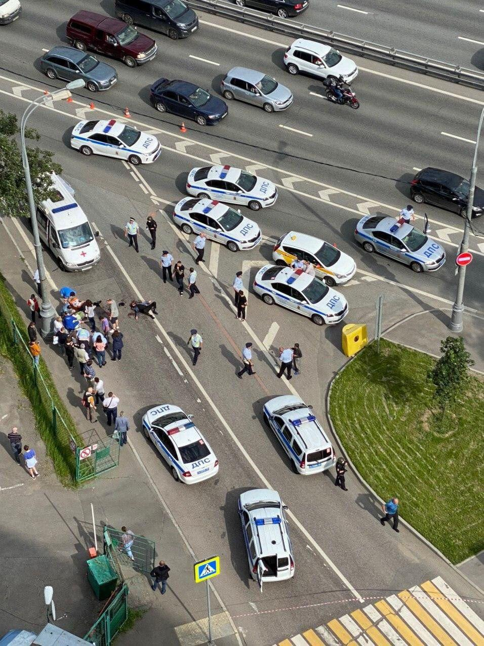 In Videos: Shooting In Western Moscow. 2 Police Officers Injured. Gunman Neutralized