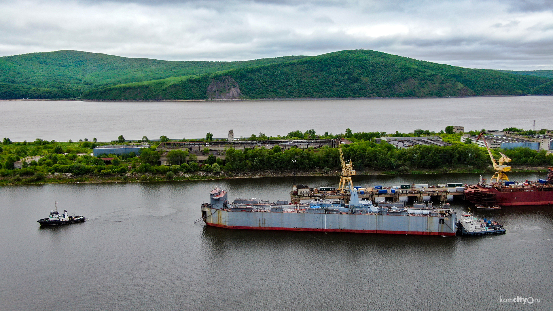 Russian Project 20380 Corvette Transported From Amur Shipyard To Vladivostok Via Floating Transport Dock (Photos)