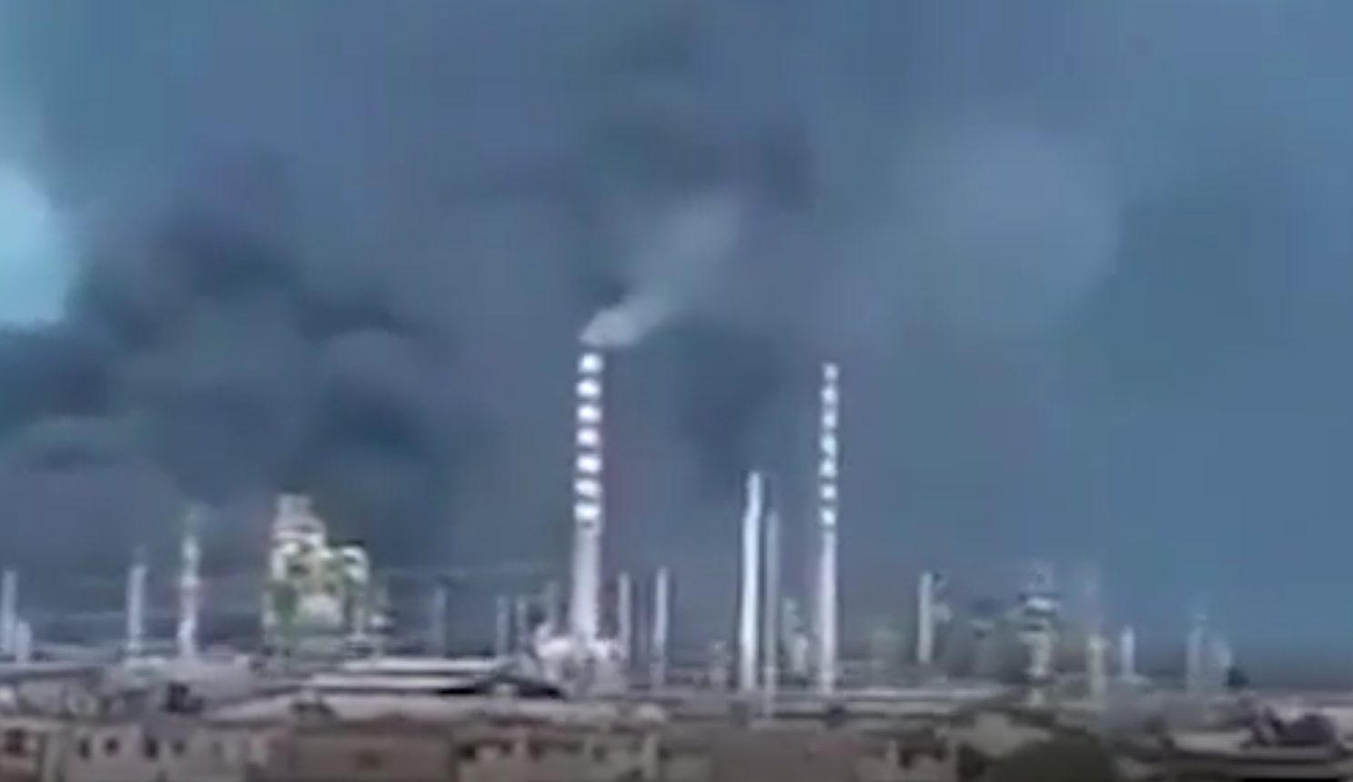 Large Fire Breaks Out At Venezuelan Refinery At Which Iranian Experts Are Working