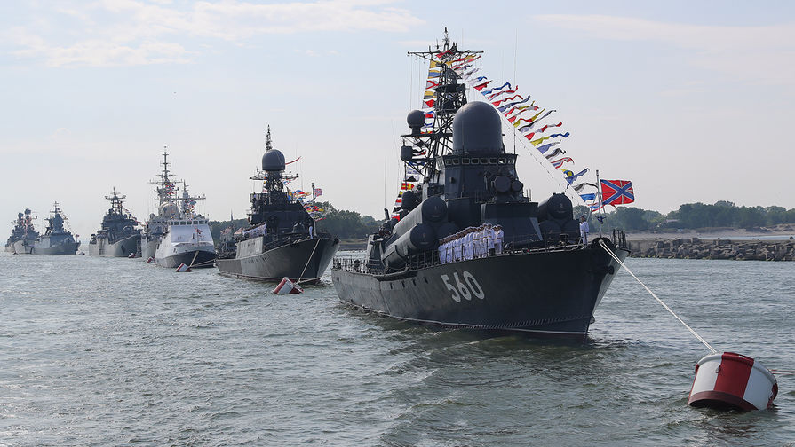 Russia Celebrates Navy Day With Large Sea, Land And Air Demonstrations