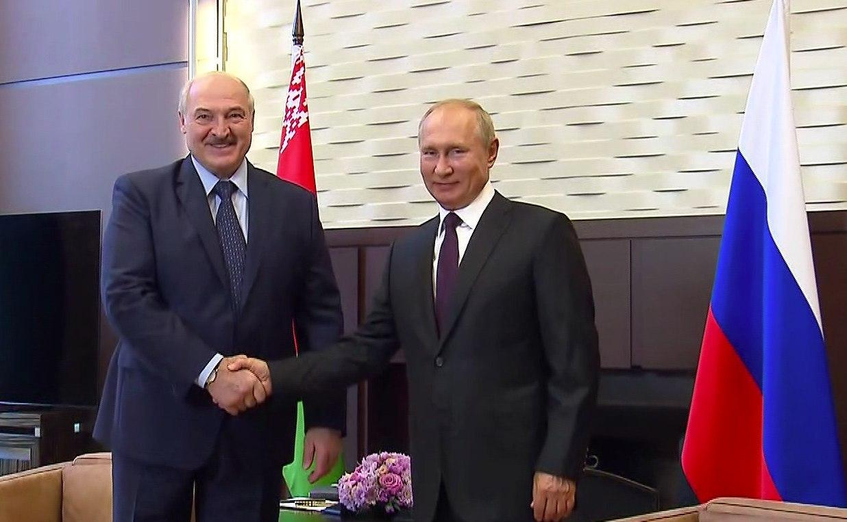 Lukashenko Meets Putin In Russia, Gets Vow For $1.5Bn Loan And COVID-19 Vaccine