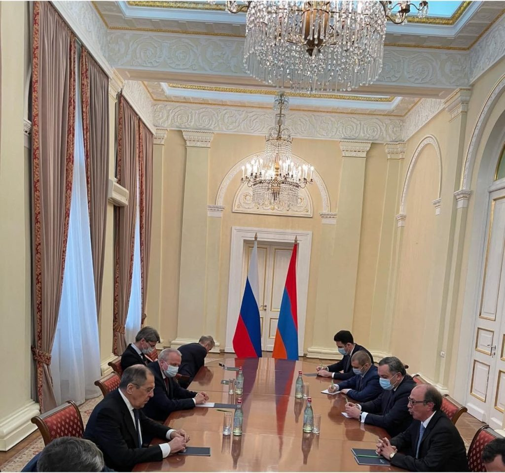 Armenian Government 'Accidentally' Forgot To Put Russian Flag During Meetings With Russian Delegation