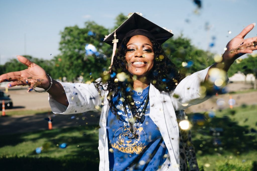 In the Know: 5 Tips on How to Get a Degree While Serving