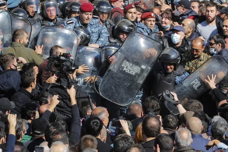 "Renewed Protests In Armenia As Nikol ""The Basement"" Pashinyan Shrugs Off Deadline To Resign"