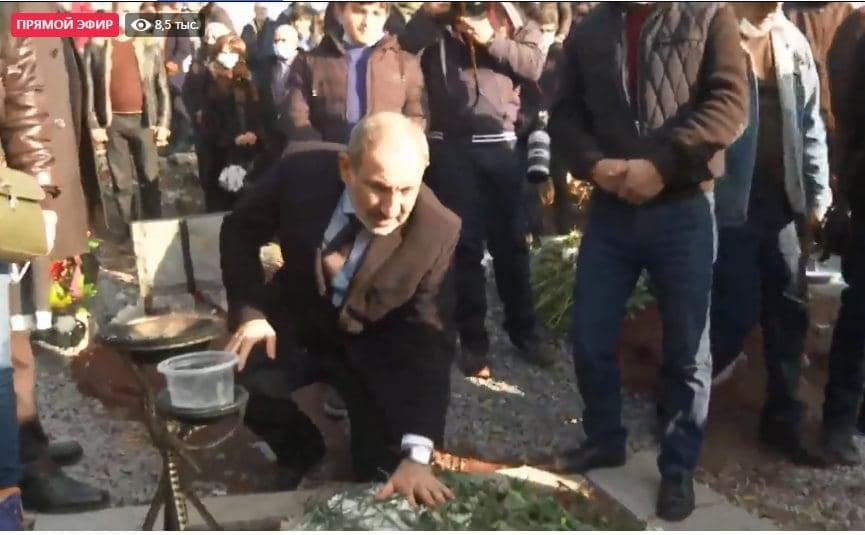 Pashinyan Comes Out Of The Basement, Meets With Opposition Protest Demanding His Resignation