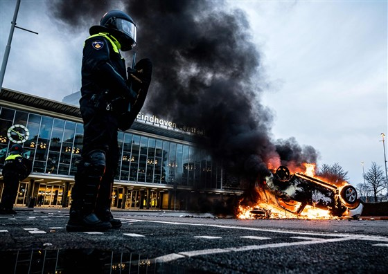 Rioters In Netherlands Burn Cars, Blow Up Bridge In Third Night Of Anti-Lockdown Demonstrations