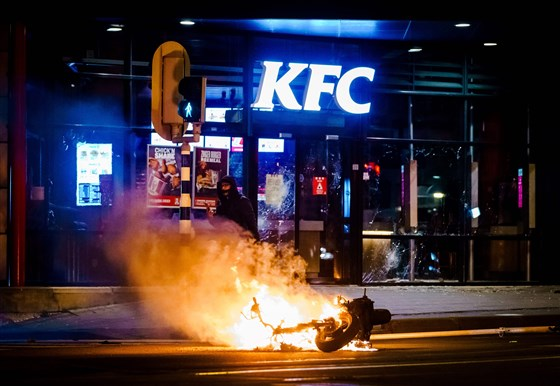Rioters In Netherlands Burn Cars, Blow Up Bridge In Third Night Of Anti-Lockdown Demonstrations