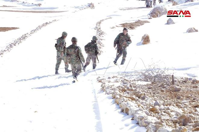 Syrian Soldiers Climb Mount Hermon (Photos)
