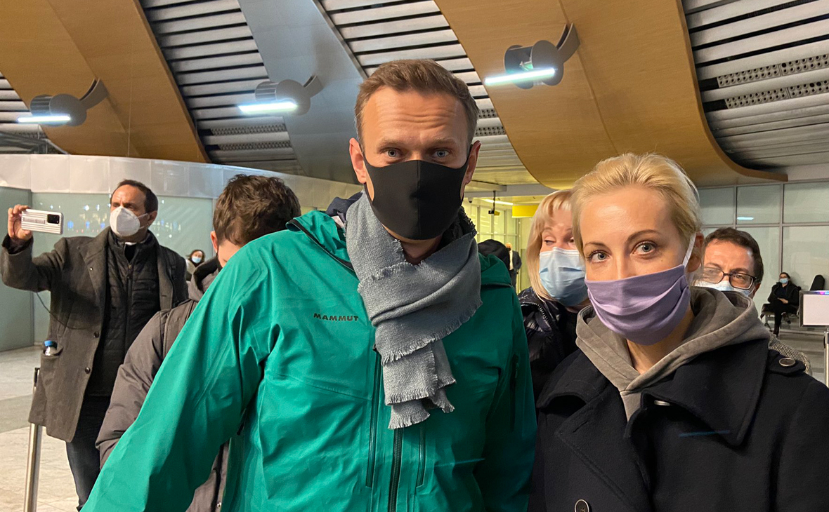 Navalny Detained In Moscow. Belarus-Like Scenario Started?