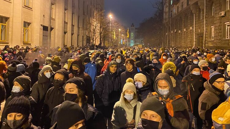 Real Democracy Says No To Justice: 27 Police Officers Injured In Kiev By Supporters Of Well-Known Nazi Lover And Criminal
