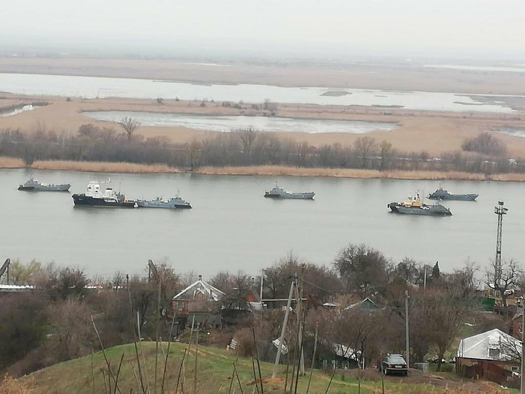 Russian Warships Go To The Black Sea, As US Cargo Planes Fly To Kiev