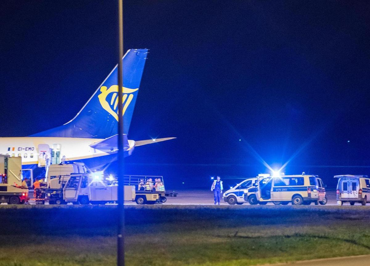 RyanAir Flight Grounded In Berlin Following False Bomb Threat