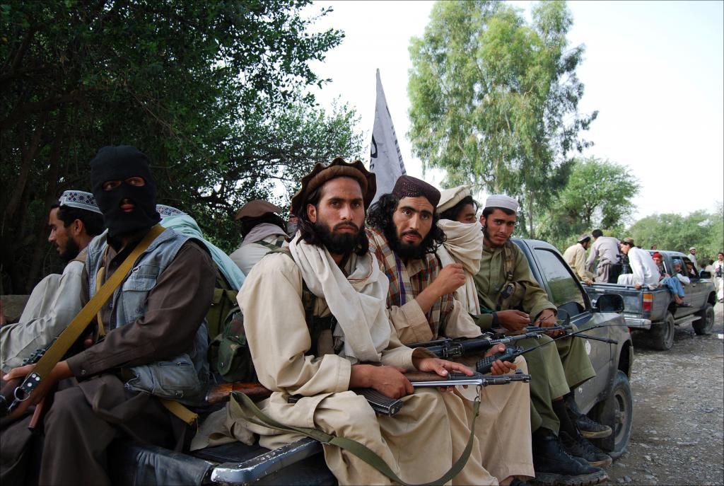 Hundreds Of Pro-Kabul Soldiers, Policemen & Employees Switch Sides To The Taliban In Helmand