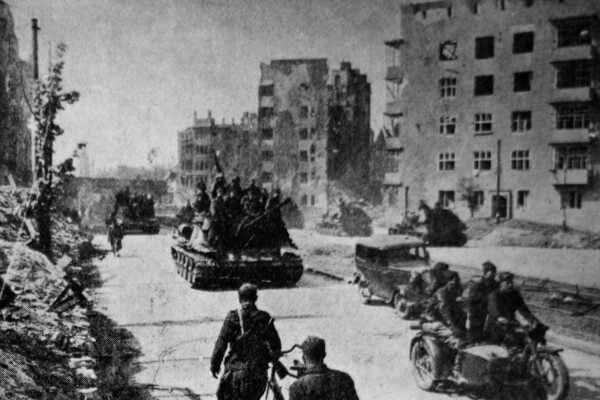 German MP Claims Berlin Preparing For War With Moscow, As Putin Reminds Of The Past