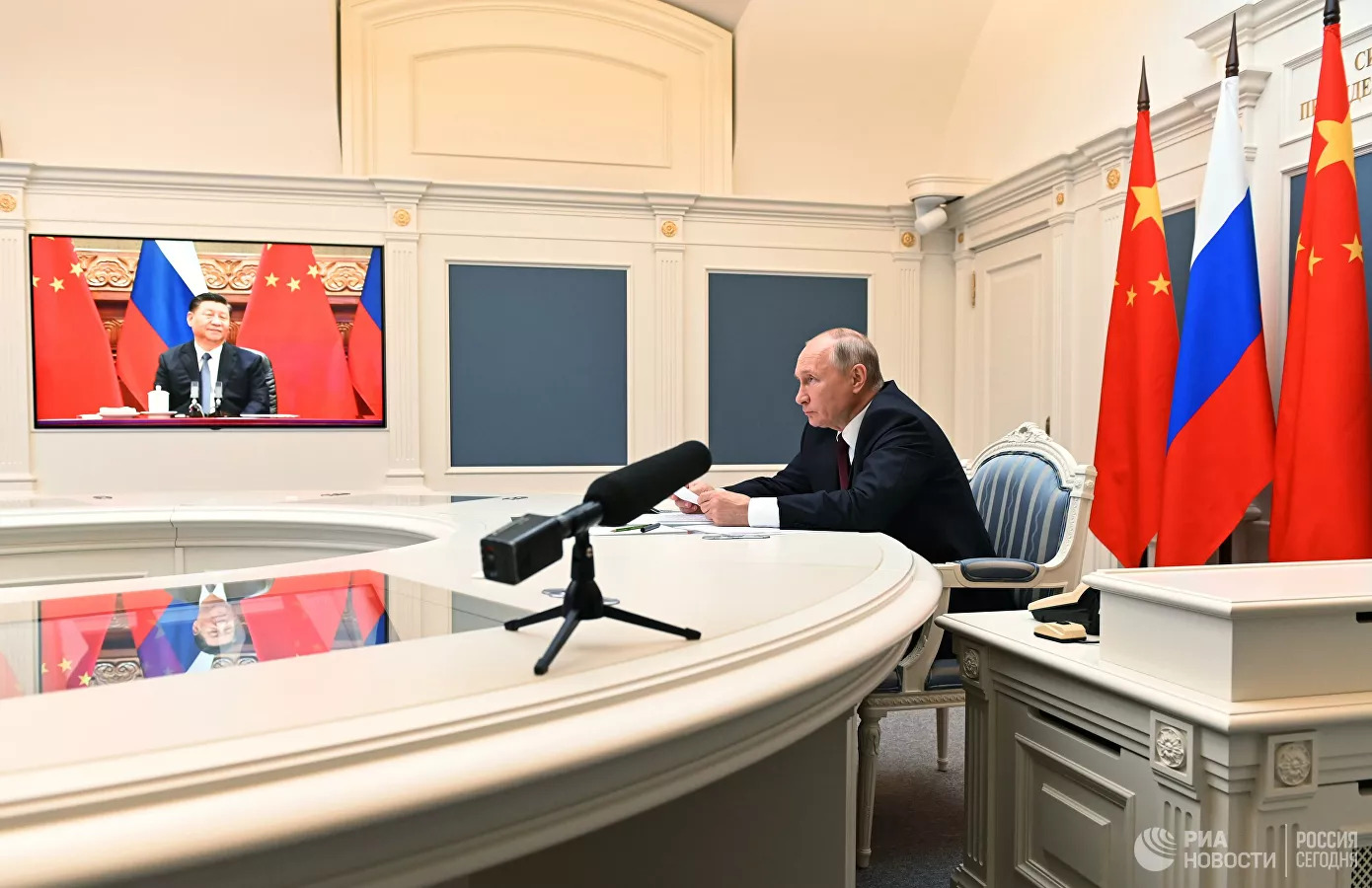 """Russia And China To Deepen Cooperation In Hopes Of """"Multipolar System Of International Relations"""""""