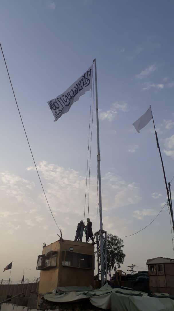 Taliban Flag Raised Over Strategic Afghanistan-Pakistan Border Crossing (Videos)