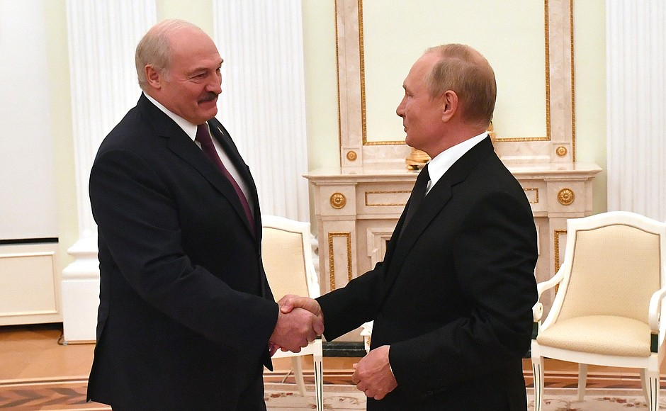 Belarus And Russia Hold Large-Scale Drills, As Putin And Lukashenko Agree On Integration
